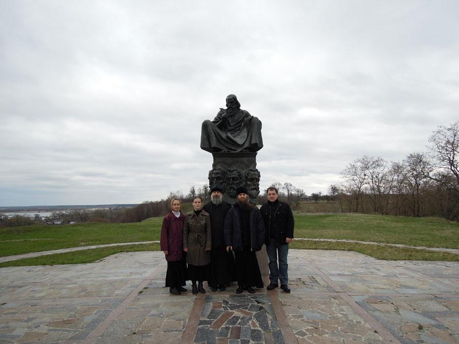 Памятник преподобному Нестору Летописцу на Замковой горе