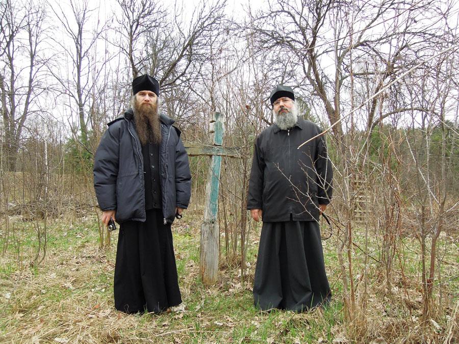 Крест на месте Онуфриевского скита. Установлен в 1963 году