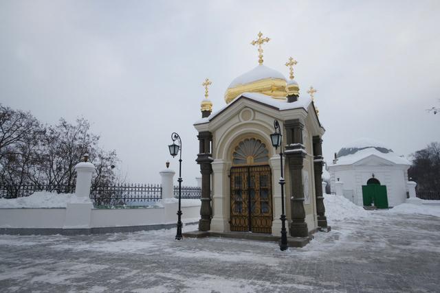 Освящена восстановленная часовня над склепом А. Безака