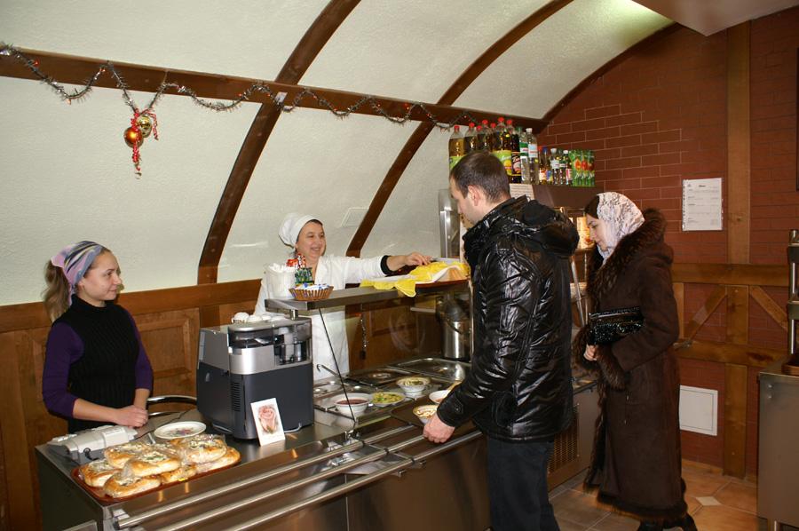 В Рождественские праздники паломники cмогут согреться в лаврской чайной