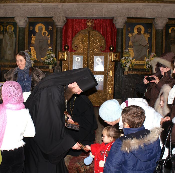 В лаврском храме детскими устами возносились молитвы к святителю Николаю