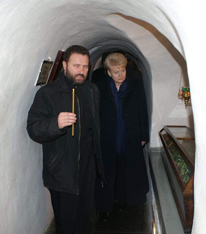 Президент Литвы приложилась к мощам преподобных отцев Печерских