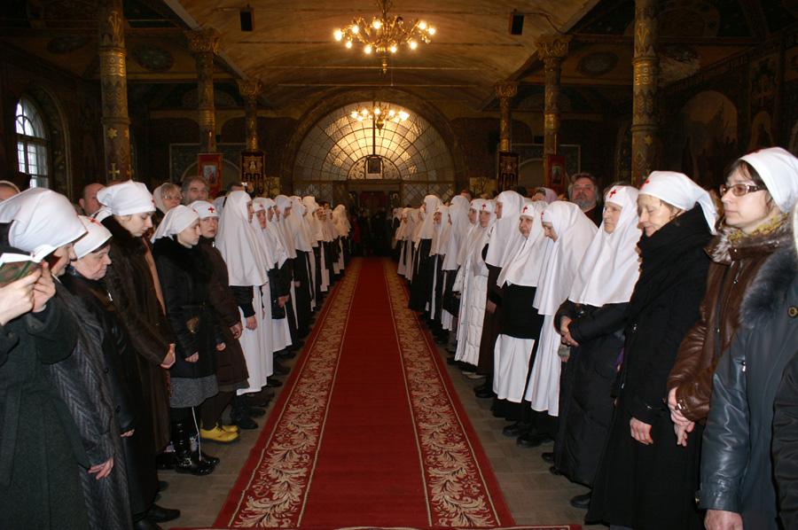 Святейший Патриарх Кирилл возглавил богослужение в Трапезном храме и благословил Президента Украины