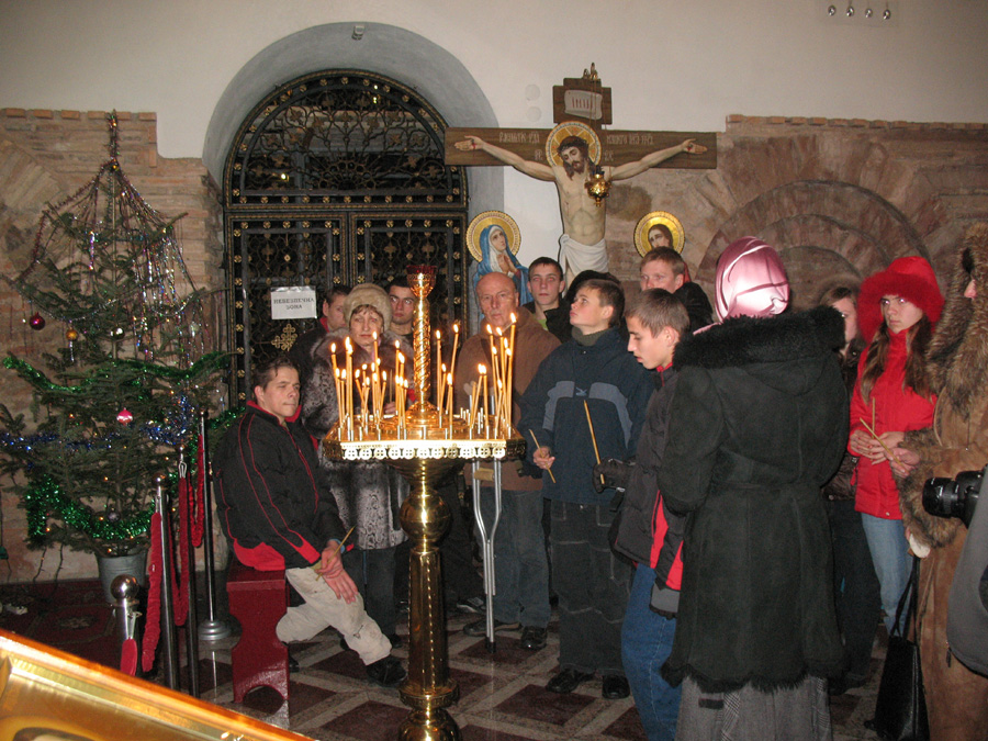 Воспитанники детского дома накануне Рождества побывали в Лавре