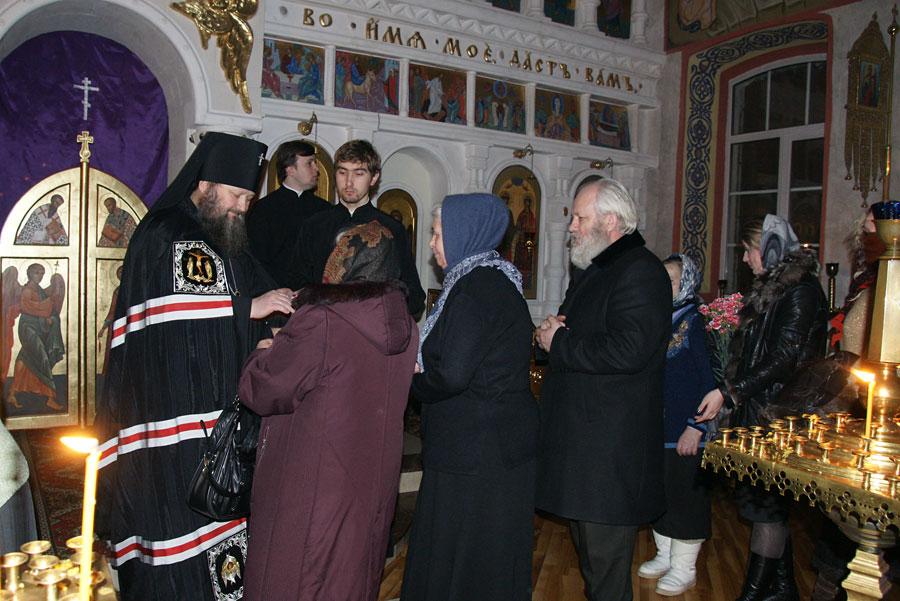 Архиепископ Павел молился в храме Святых Бориса и Глеба в Вышгороде