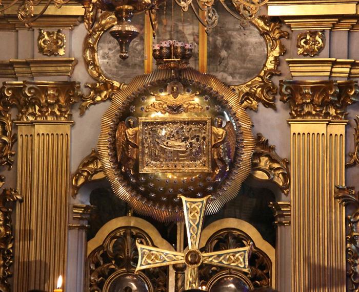 В канун выборов у лаврских святынь верующие испрашивают помощи Божией